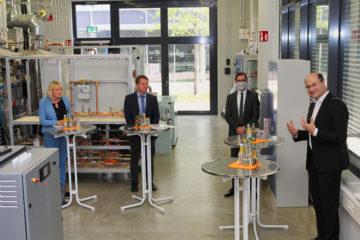 Spitzenforschung für die Energiewende: Staatsminister Albert Füracker informiert sich im Kompetenzzentrum KWK der OTH Amberg-Weiden